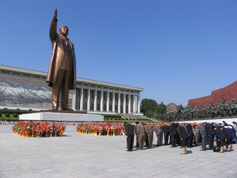 dprk_py_kim_il_sung_statue.jpeg