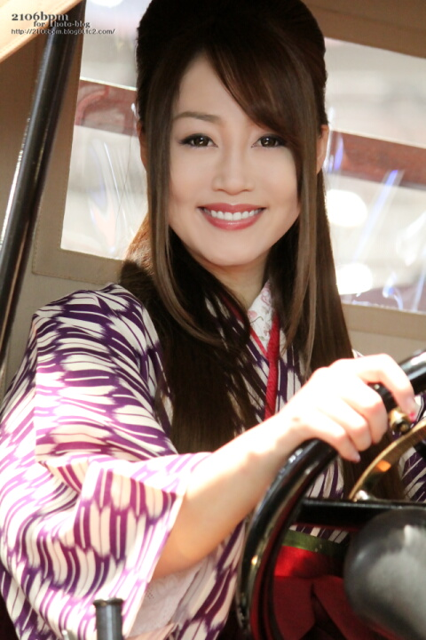 出村美苗 / いすゞ EC02 -TOKYO MOTOR SHOW 2013-