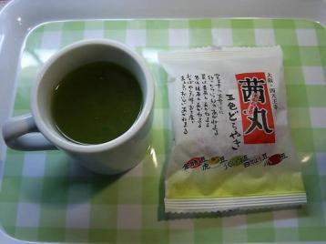 お茶とどらやき.JPG