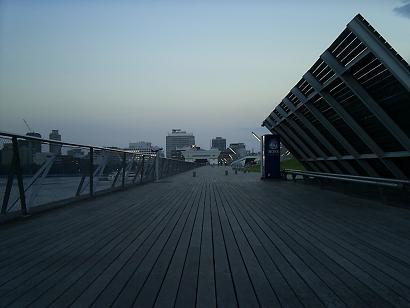 大桟橋突端から玄関.jpg