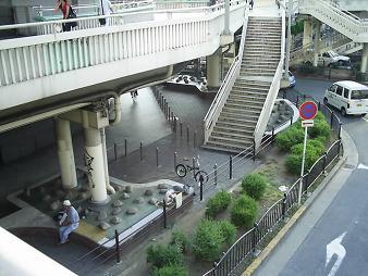 33 歩道橋下.JPG