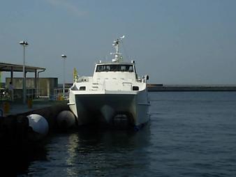 33 高速船前.JPG