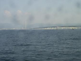 33 海からゲートタワーとゲートブリッジ.JPG