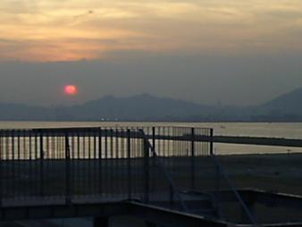 33 神戸空港から見た夕焼け.JPG