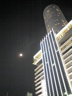 33 名古屋 タワーとお月様.JPG
