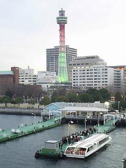 氷川丸から見たマリンタワー.JPG