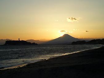 江ノ島と富士山 (3).JPG