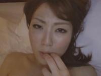 密室ホテルで感じすぎるくらい潮噴きする清楚で従順な淫乱若妻