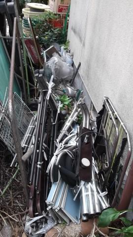 ゴミ屋敷清掃中