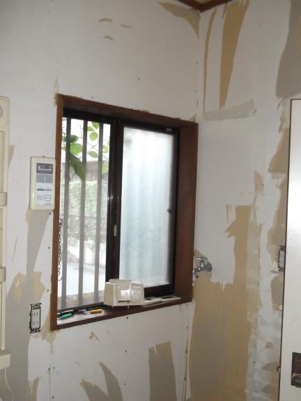水周りの壁紙は、ビニル系=剥がし辛い