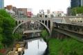 聖橋、右はJR御茶ノ水駅