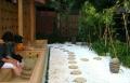 和風庭園で足湯