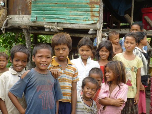 貧しい村の子供たち