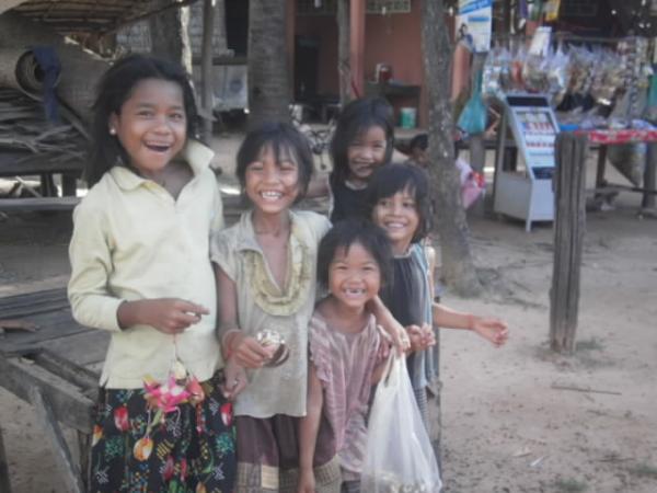 底抜けの笑顔の子供たち