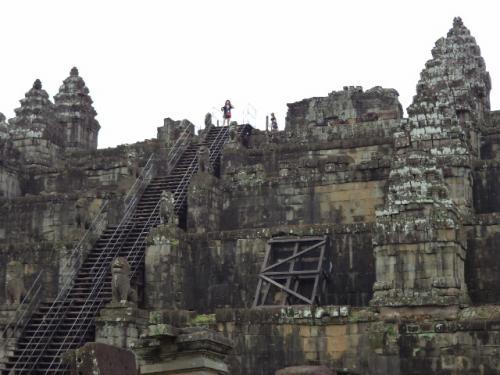 遺跡の頂上に見えた日本人客