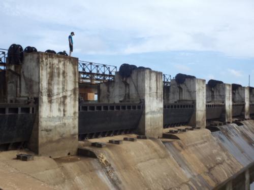 貯水池の水門2