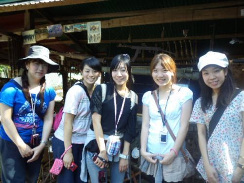 女の子5人組
