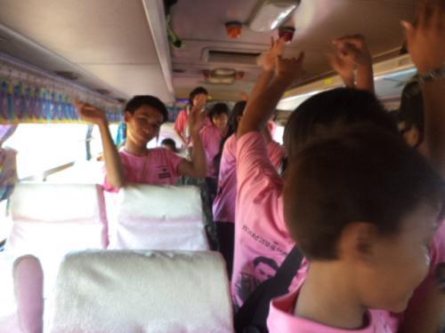 バスの中でのダンス