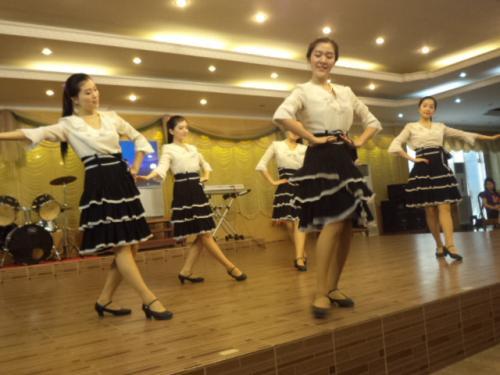 5人の踊り