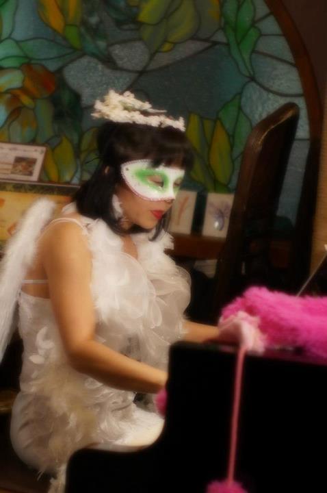 白龍館仮装天使写真