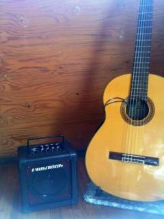 アンプ = PLAYTECH/JAMMER Jr.FXD、ピックアップ = SHADOW/SH712、ギター = YAMAHA/CG151S