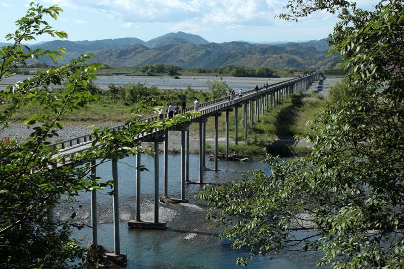 蓬莱橋金谷側からの俯瞰 140517