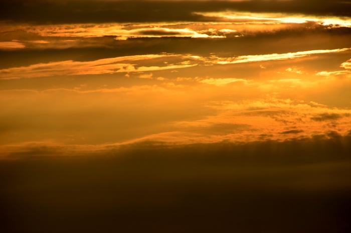 今日の夕陽 雲間に射す-3