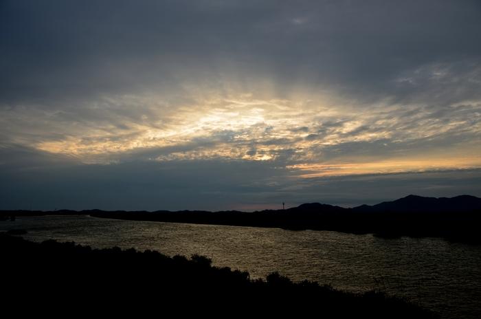 今日の夕陽 雲間に射す-4