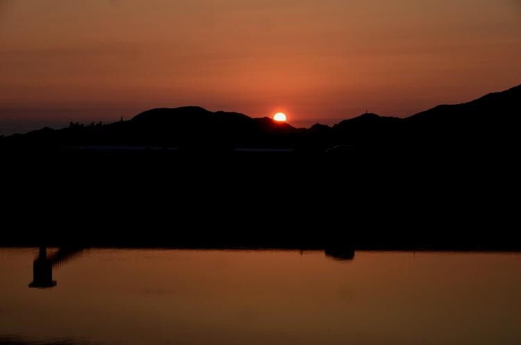 今日の夕陽 水面-3