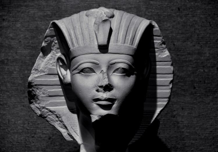 石膏像 エジプトの王の首-2