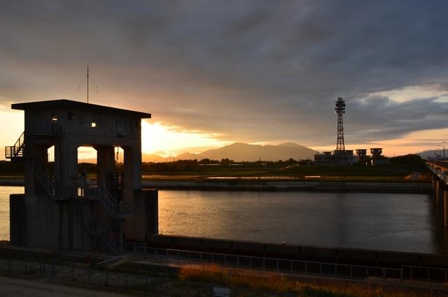 今日の夕陽 堰 塔-8