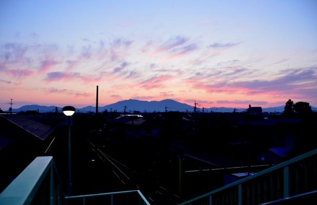 今日の夕陽 跨線橋から-1