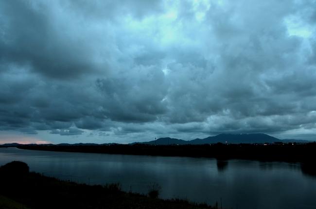曇り空の夕暮れ-2