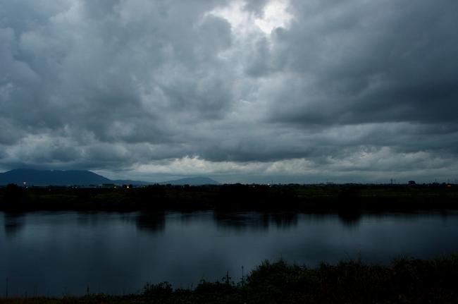 曇り空の夕暮れ-3