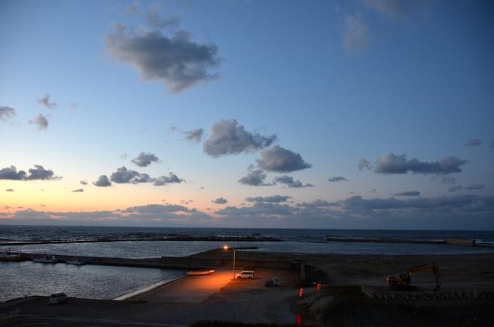 夕暮れの漁港-2