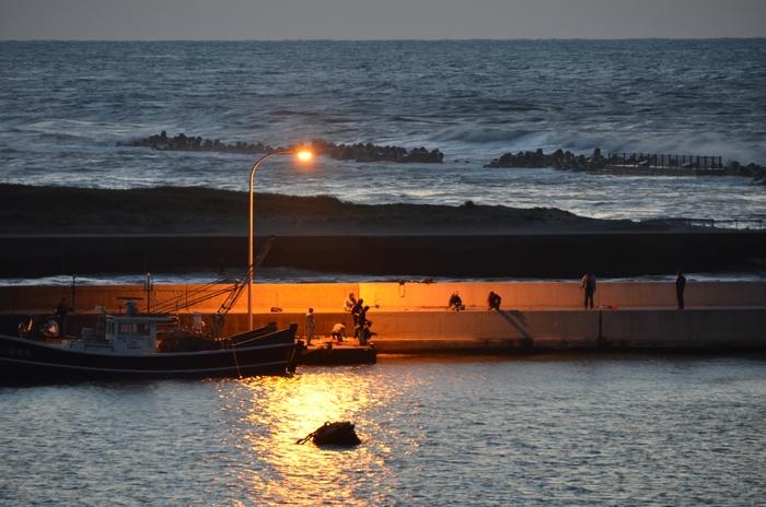夕暮れの漁港-3