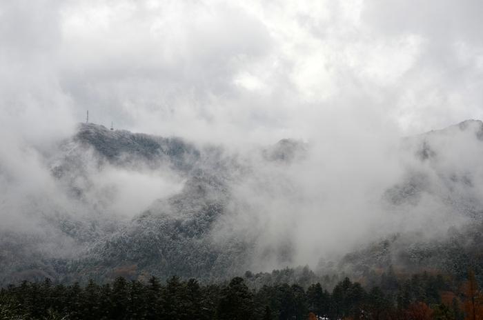 初雪 山-2