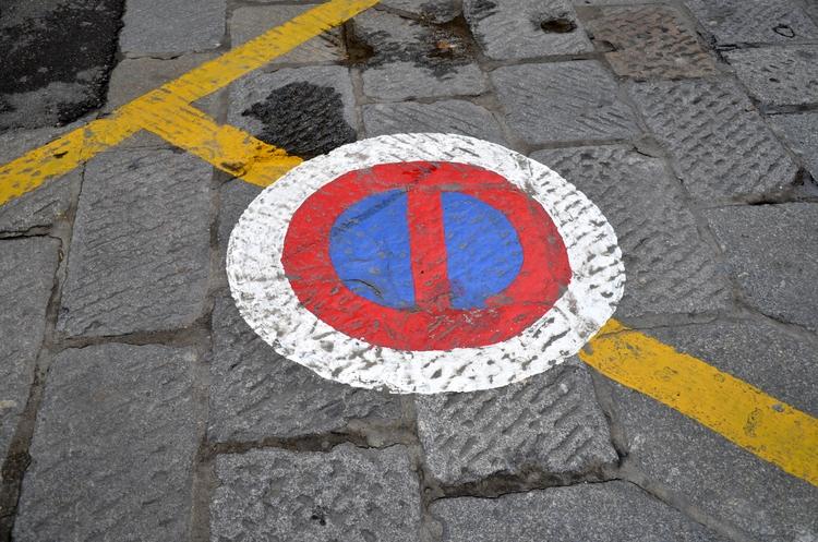イタリア 街中のワンシーン-3