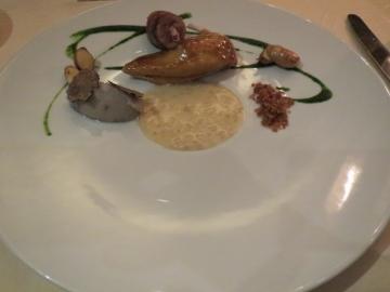 フランス産ペルドロー(山ウズラ) 藁の香る胸肉と葡萄の葉で巻いた腿肉