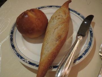 ライ麦のバケットとミルクパン