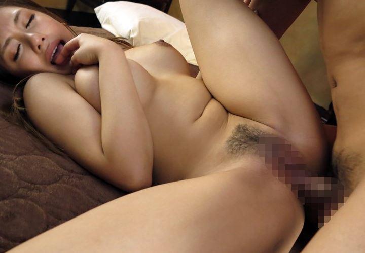 Gカップのハーフ美女がニーハイストッキング&生足コキのサンプル足フェチDVD画像2