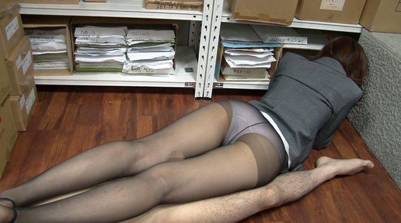 淫脚乱舞 オフィスレディの魅惑の社内脚コキのサンプル脚フェチDVD画像6