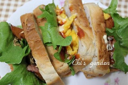 ライ麦パンでサンドイッチ