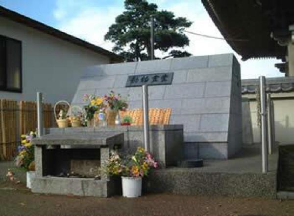 光明寺境内の動物霊堂