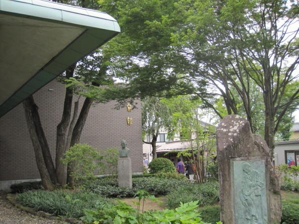 緑陰の北斎館
