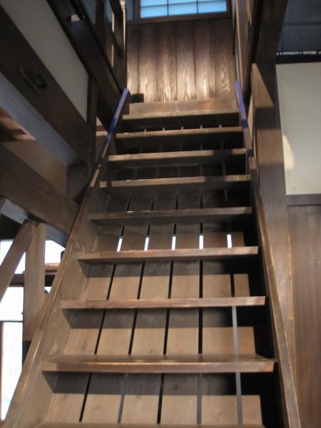 二階に上がる階段