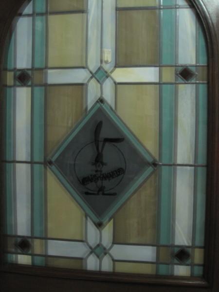ステンドグラスとロゴ
