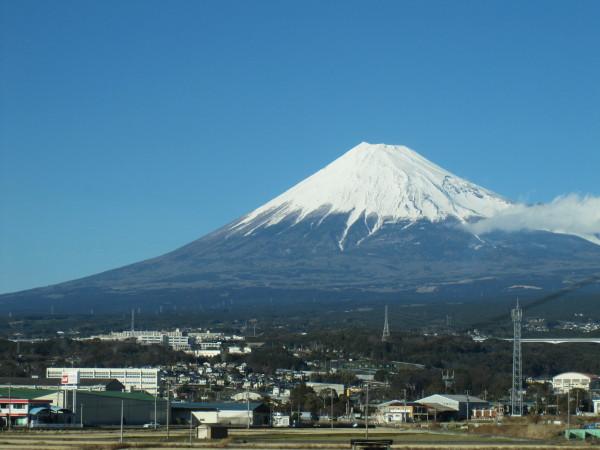 車窓から見る元旦の富士山