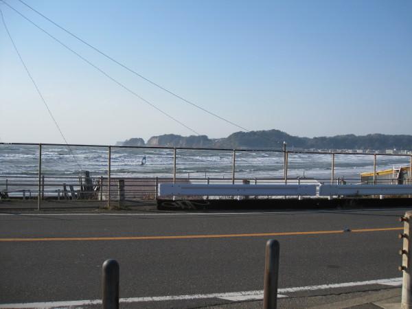 強風の海岸道路