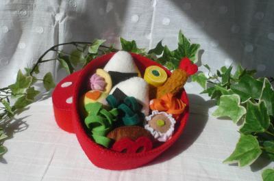 いちごのお弁当箱